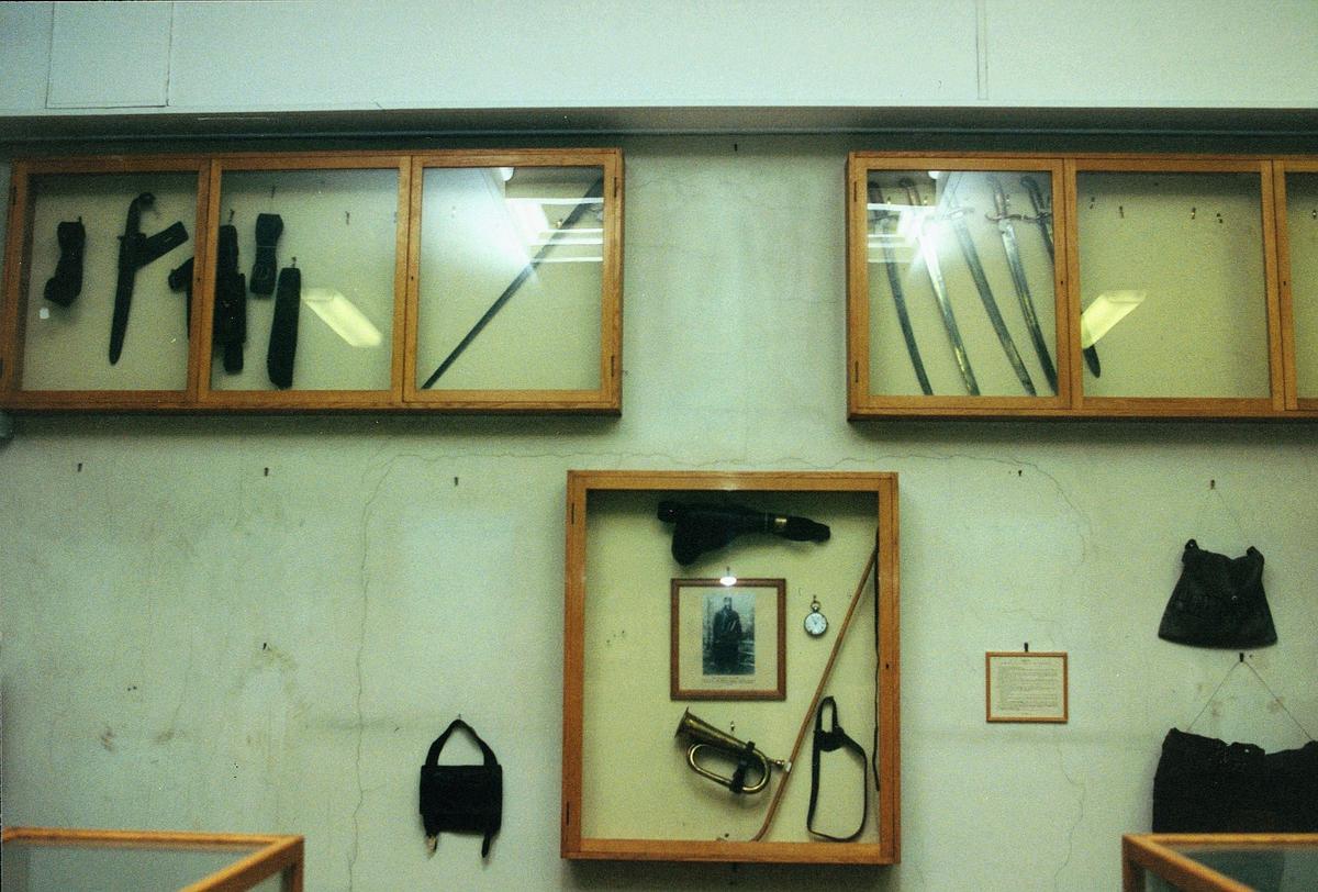 Postmuseet, Oslo, 4 etg. Dronningensgate 15, utstilling, våpen, posthorn.