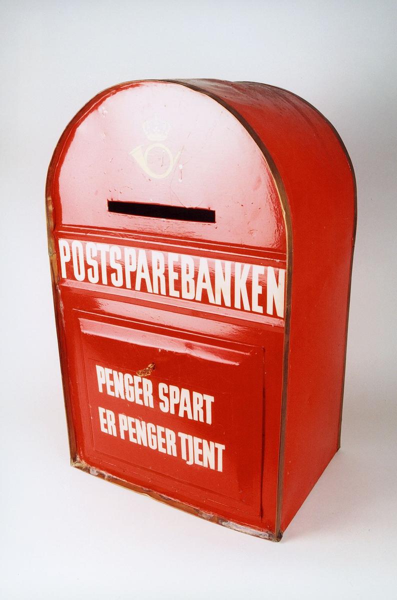 Postmuseet, gjenstander, postkasse, uten plakat, nøkkel, postkogo, Postsparebanken, Penger spart er penger tjent.