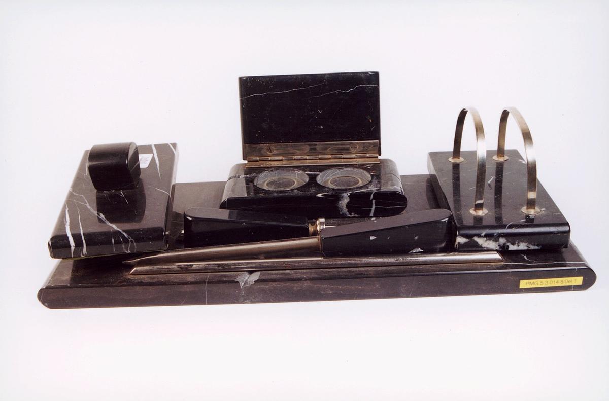 postmuseet, gjenstander, skrivehjelpemiddel, skrivesett med to blekkhus, løsjer, papirkniv, segl og brevholder