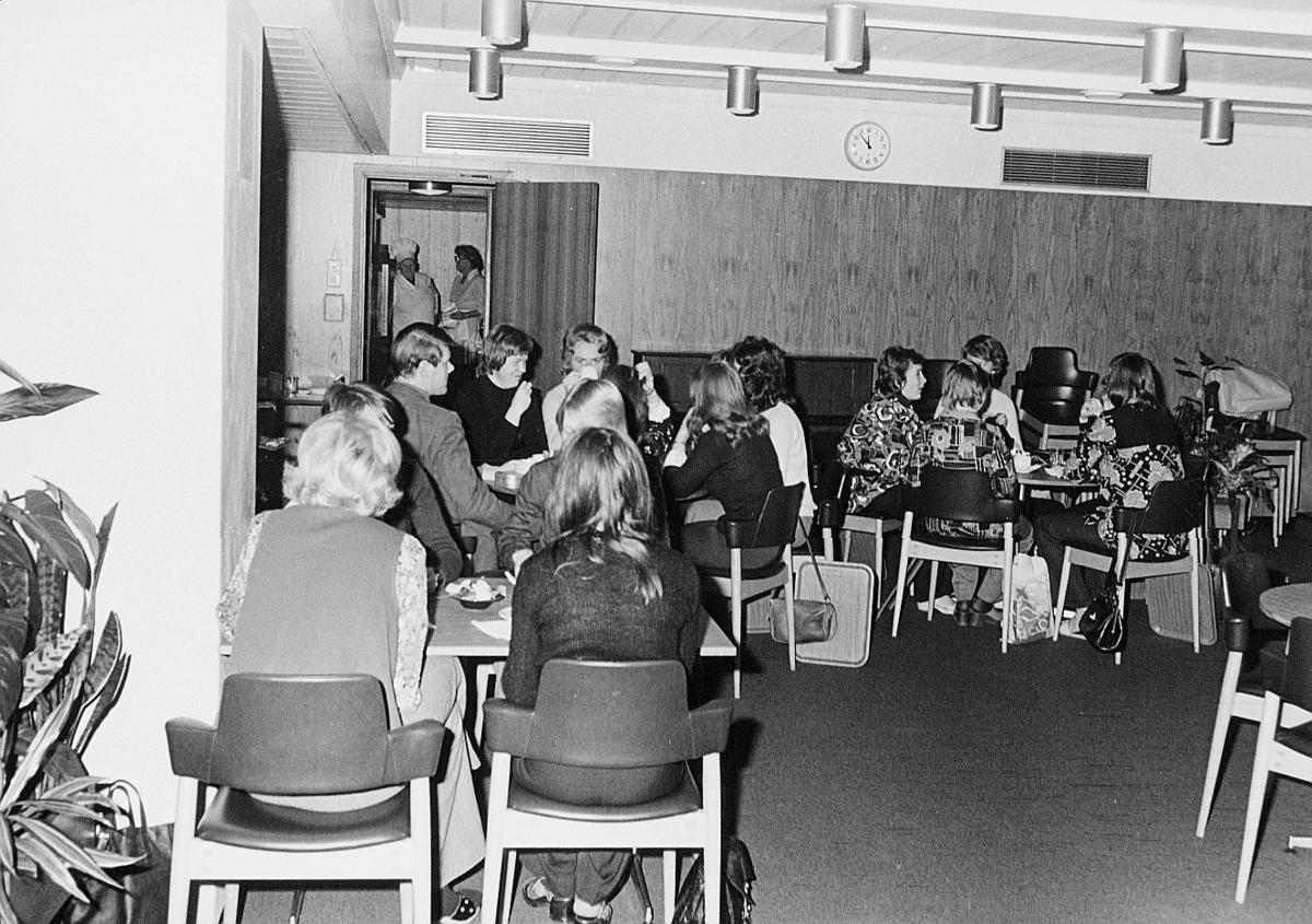 postsparebanken, Akersgata 68, Oslo, 25-års jubileum, 1975, interiør, kantine