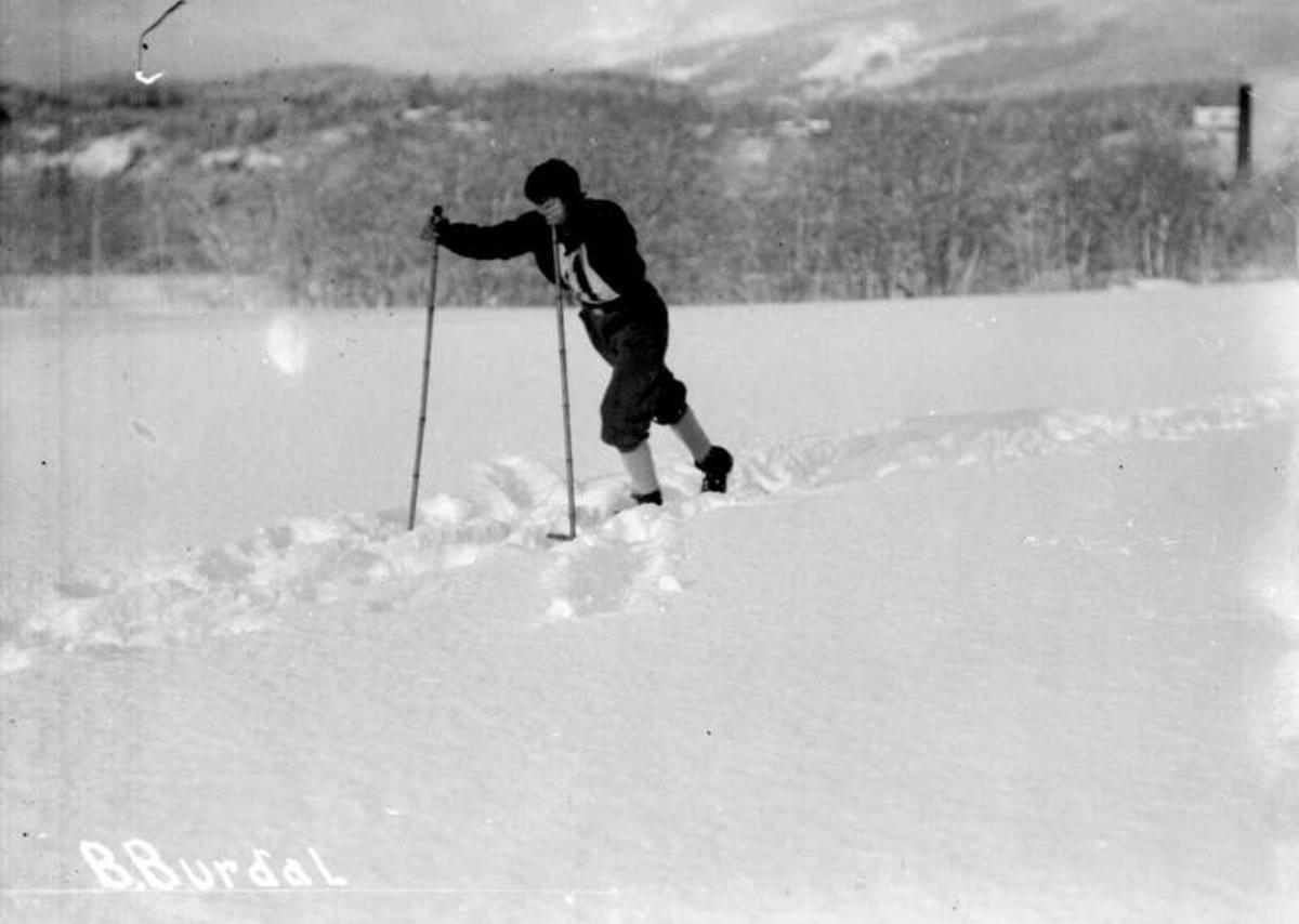 Ringeburennet 1928. 30 km. Birger Burdal i sporet.