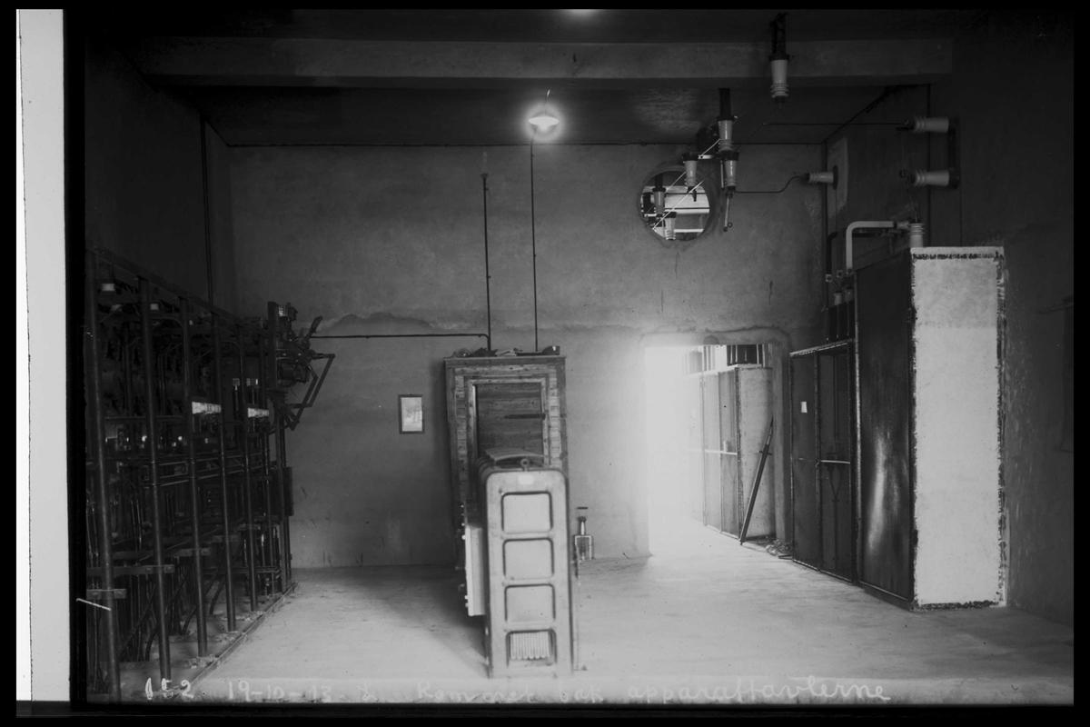 Arendal Fossekompani i begynnelsen av 1900-tallet CD merket 0010, Bilde: 1 Sted: Bøylefoss kraftstasjon i 1913 Beskrivelse: Rommet bak kontrollrommet
