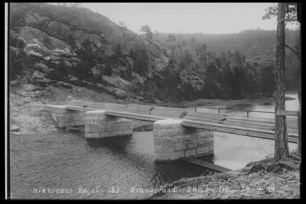 Arendal Fossekompani i begynnelsen av 1900-tallet CD merket 0446, Bilde: 17 Sted: Drangsvann dam Beskrivelse: Regulering