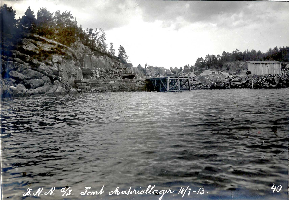"""""""18/07-1913"""" Nitriden. Tomt for Materiallager, Kontor og verkstedbygning. Tromøysund i forgrunnen."""
