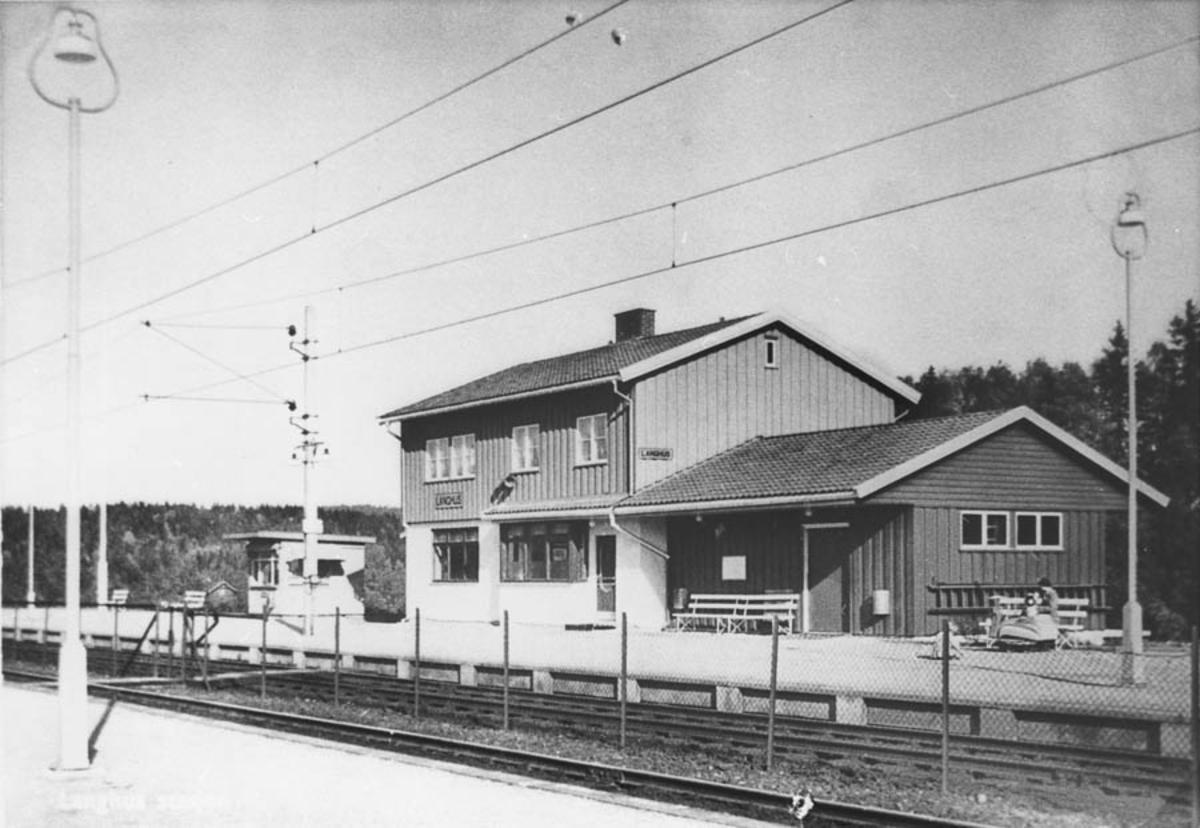 4 Langhus stasjon med Narvesenkiosk
