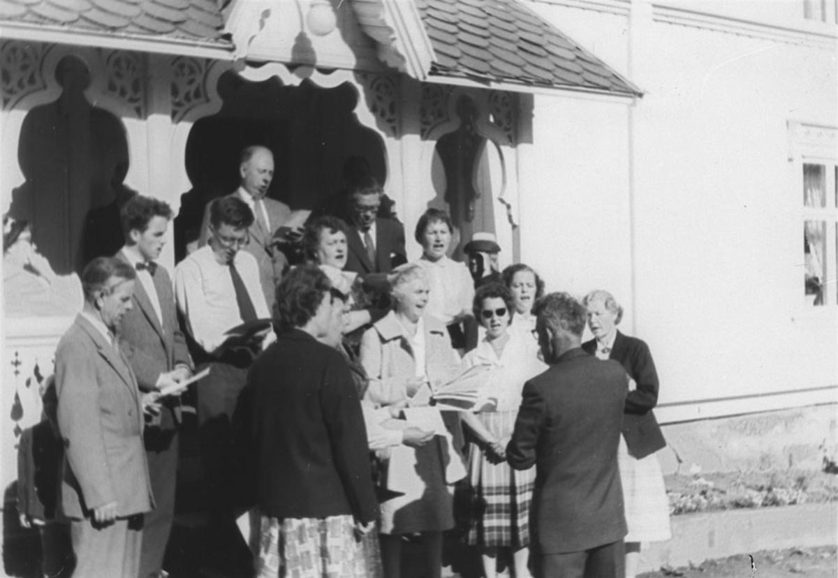 Ski menighetskor på tur til Hadeland med dirigent Kjeldås.