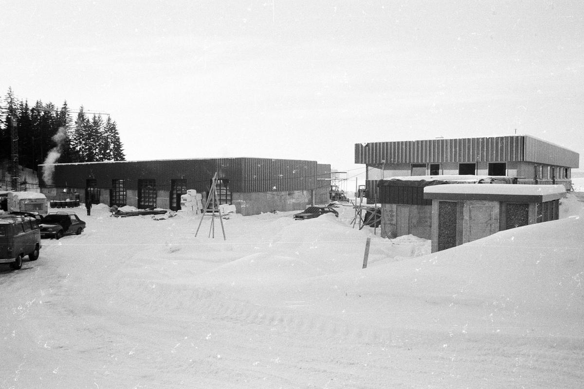 Sentralverksted  for Rælingen kommune, teknisk etat To hus, det ene med store porter