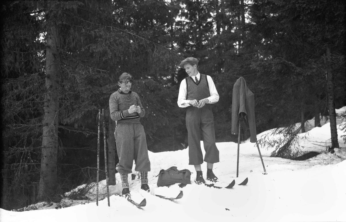 2 turgåere på ski. Lars Bry til venstre.