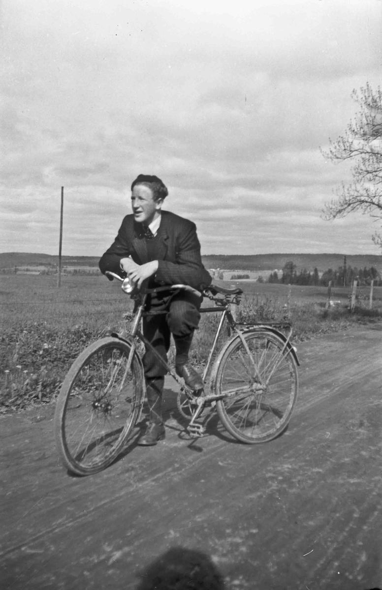 Mann med sykkel
