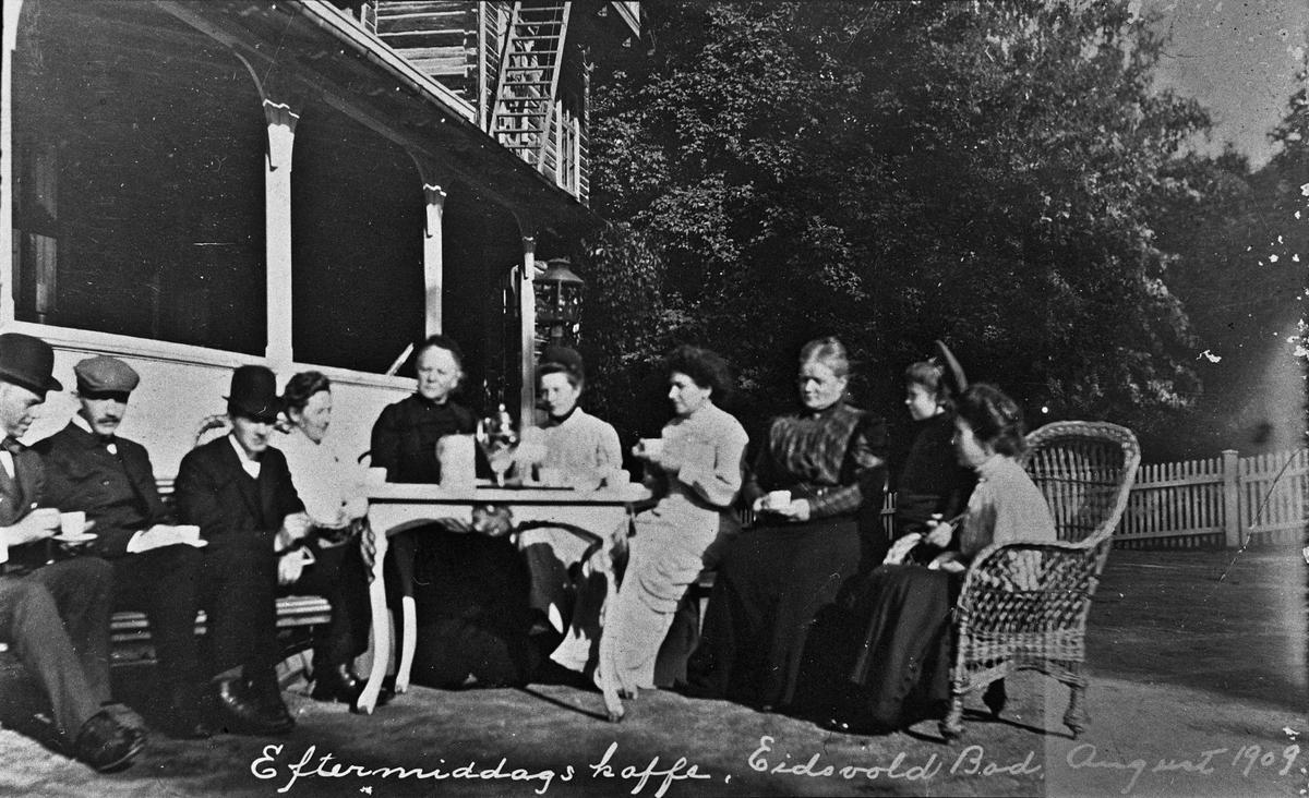 Eftermiddagskaffe Eidsvold Bad august 1909.