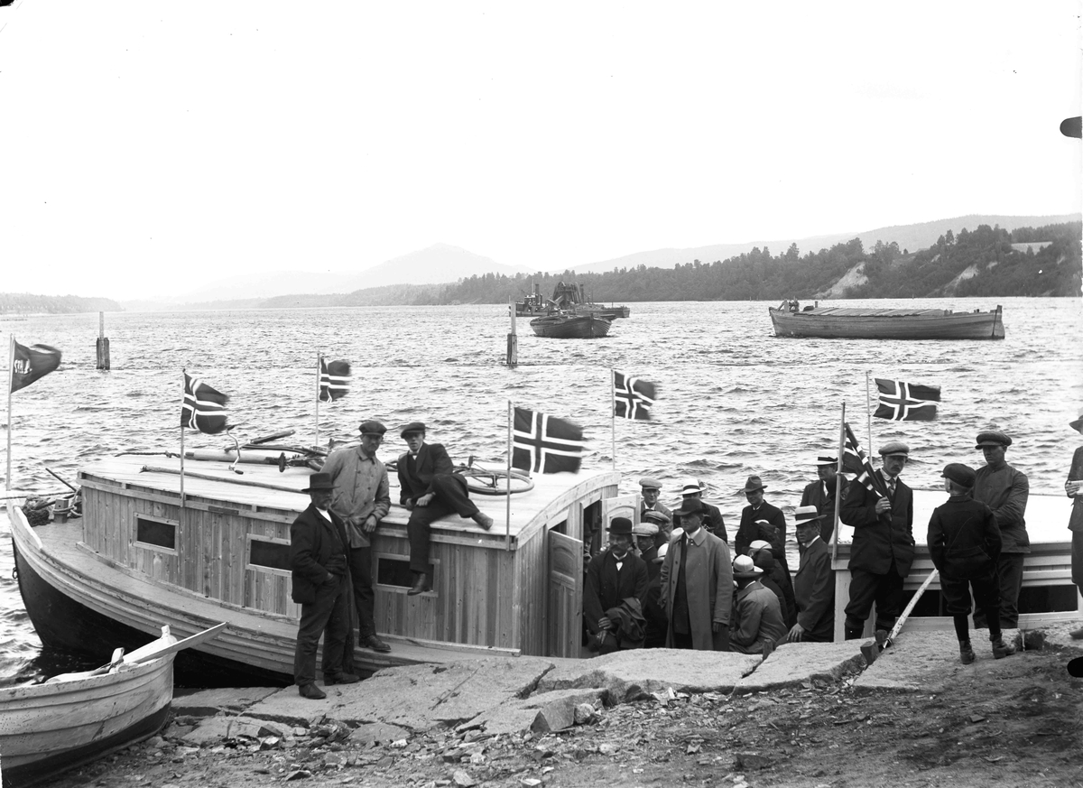 Båttur på Vorma. Ved Eidsvoll Brygge