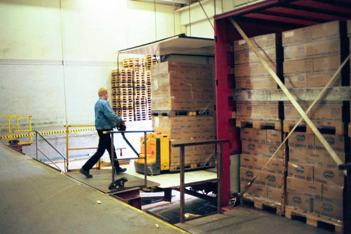 Lager, lastebil, gaffeltruck, emballasje, sjåfør