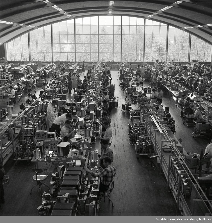 Fabrikkhallen på Tandberg radiofabrikk på Kjelsås,.juni 1958