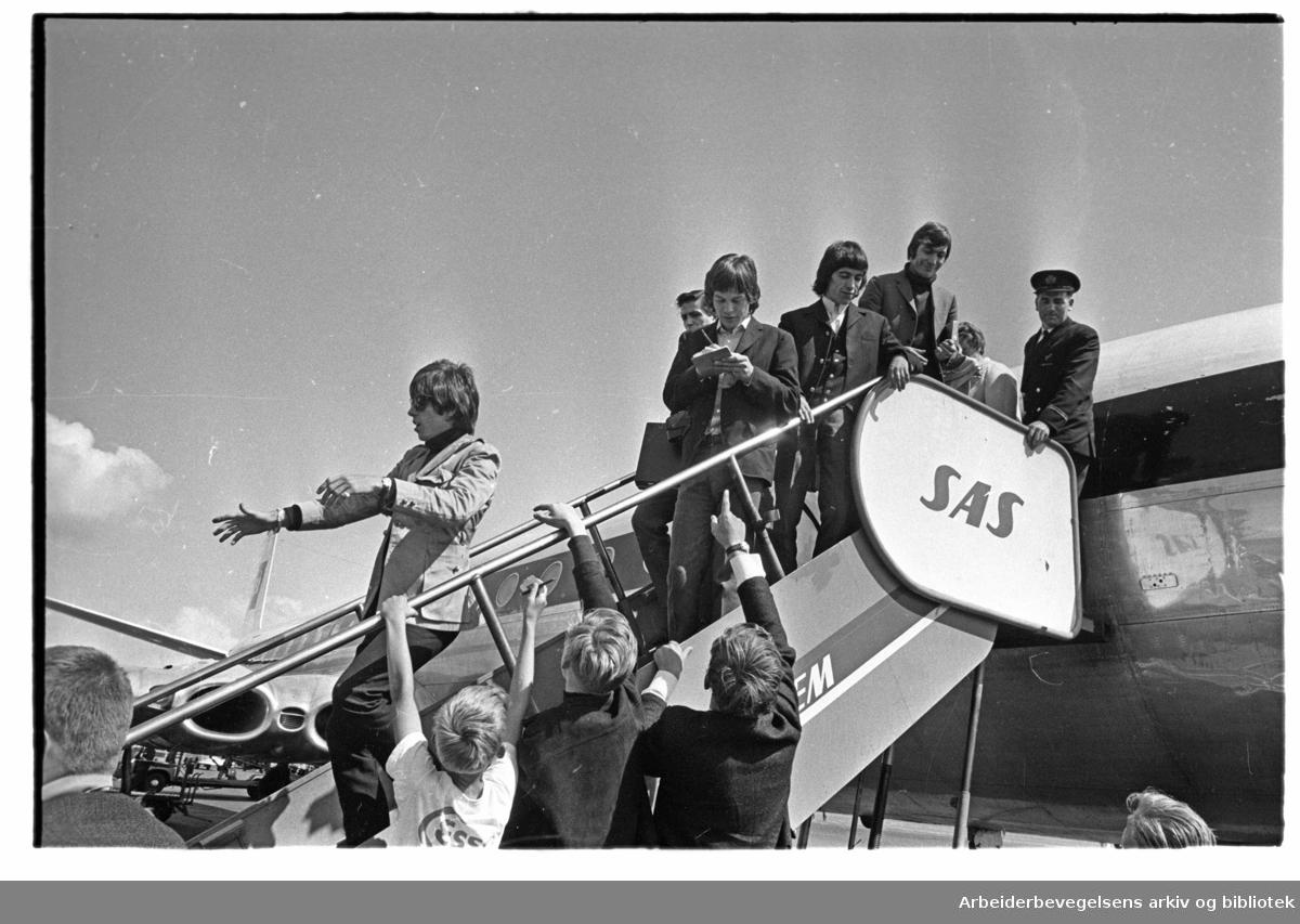 The Rolling Stones ankommer Oslo, via Fornebu flyplass, 23. juni 1965.