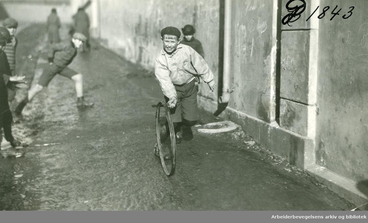 Barn leker,.ca. 1930