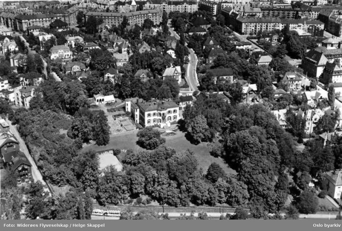Den britiske ambassade, Sophus Lies gate, Frogner (Flyfoto)