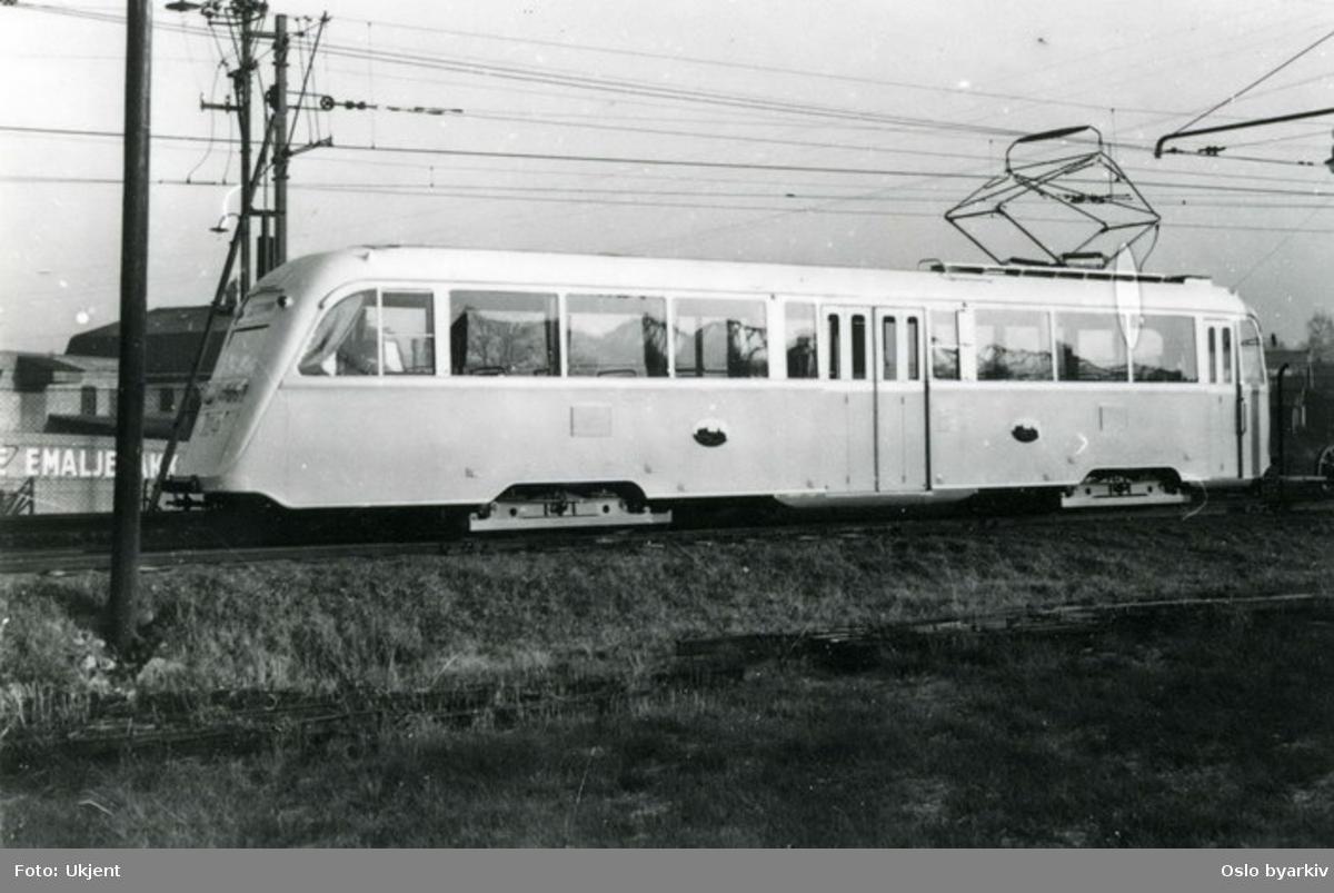 Oslo Sporveier. Første vogn av type B (seinere B1), nr. 184, under prøvekjøring på Østensjøbanen i november 1938.
