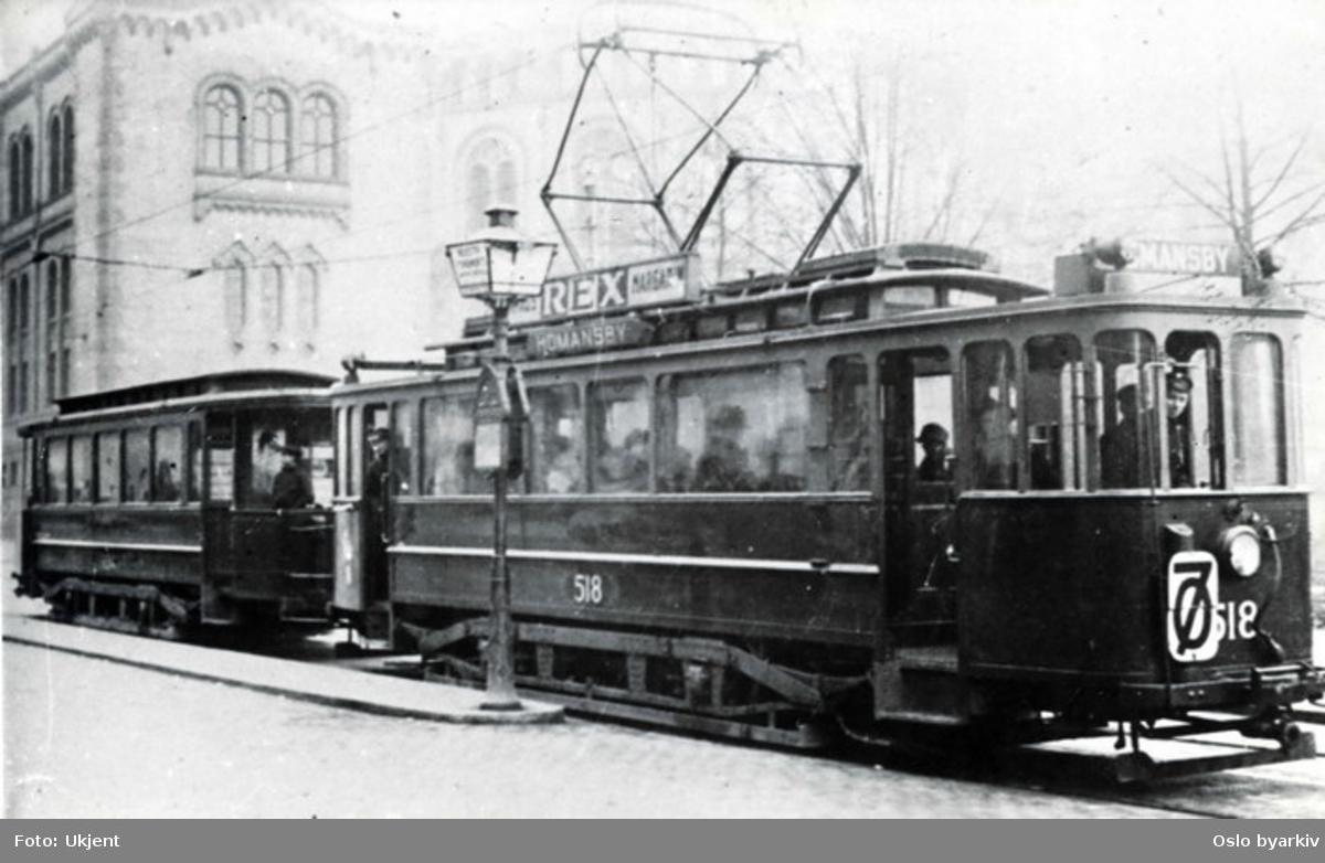 Trikk, HaWa-motorvogn 518 med tilhenger på linje 7, Sagene -Homansby(en). Her ved stoppested i Karl Johans gate nedenfor Stortinget. Trikkereklame for Rex margarin. Sannsynligvis fra 1920-tallet.