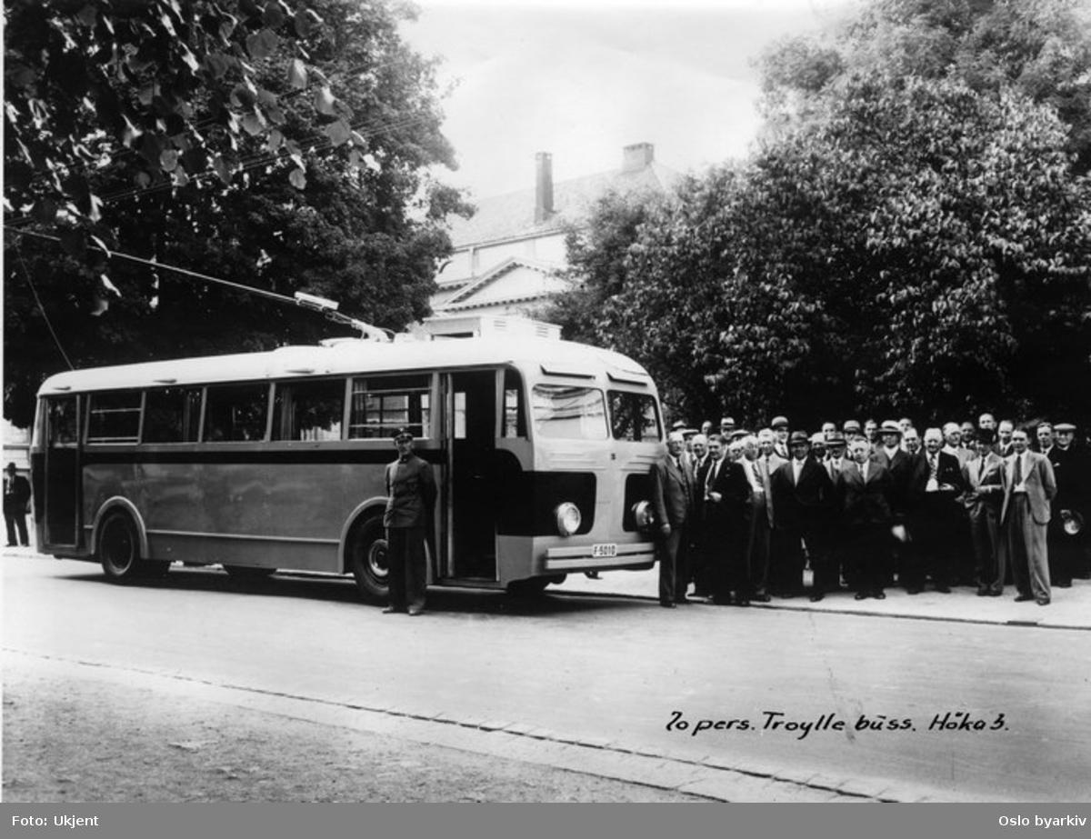 70 personers Trolleybuss, produsert av Høka, modell 3. Dette systemet innebar en vekselsvis bruk av drivstoff og strømdrevet framdrift.