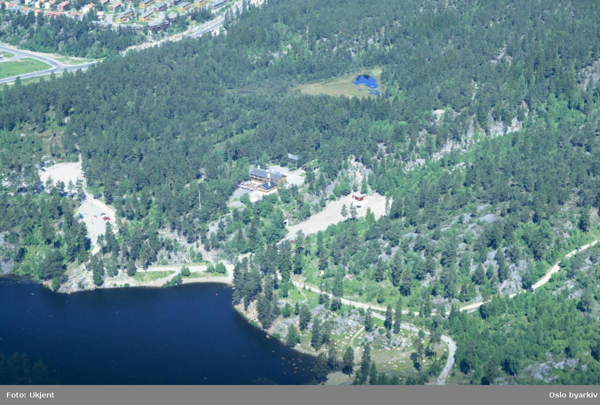 Østmarksetra med Ulsrudvannet foran. Oppsal i bakgrunnen. (Flyfoto)