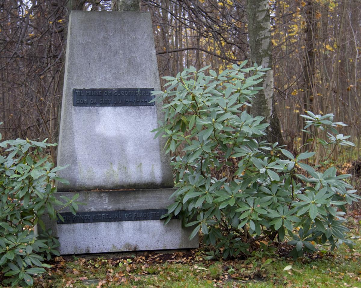 Monument i lys granitt.