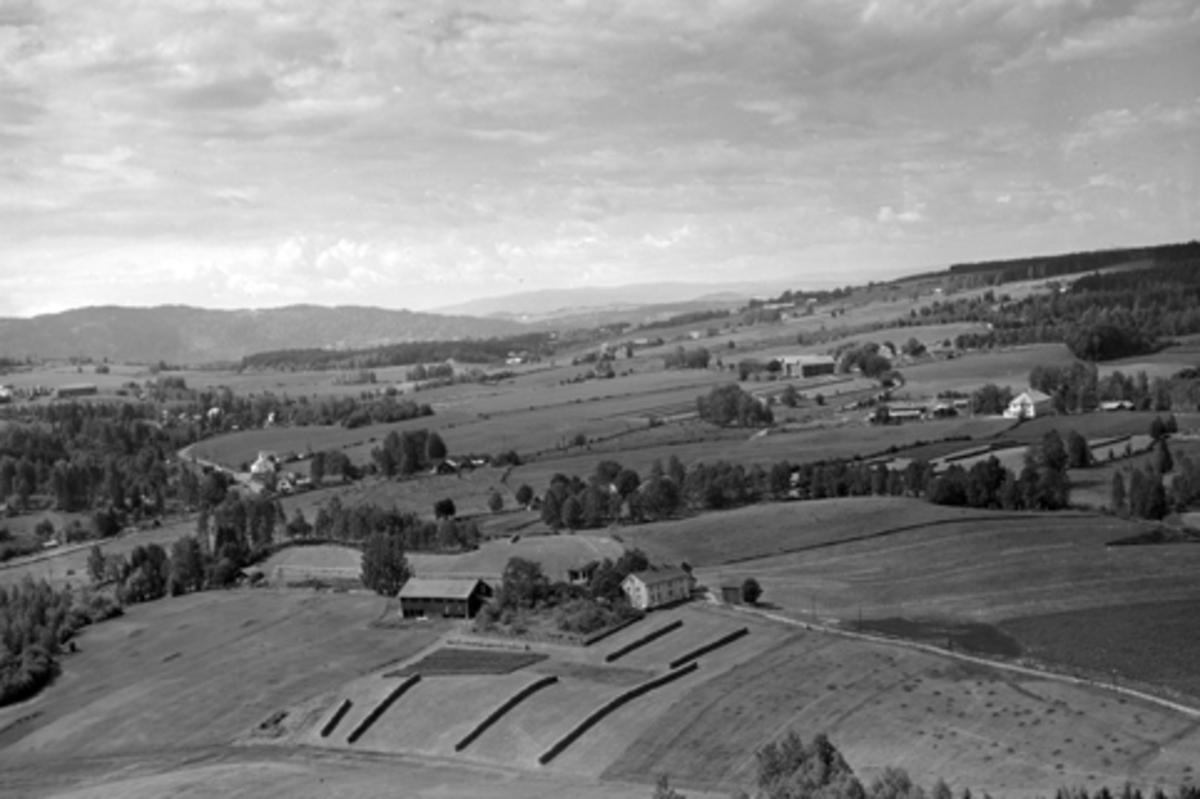 Flyfoto av ukjent gardsbruk, Furnes, Ringsaker.