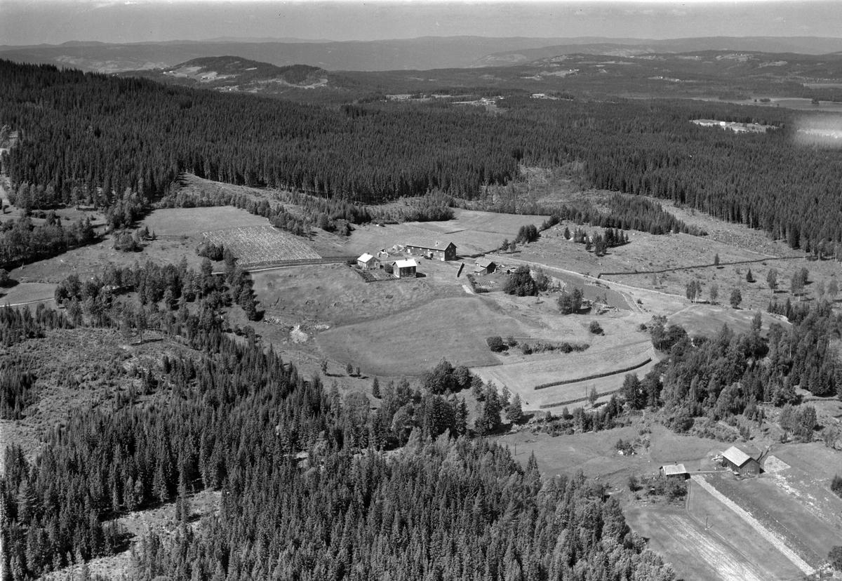 Flyfoto av Raudberget gard, Næroset, Ringsaker.