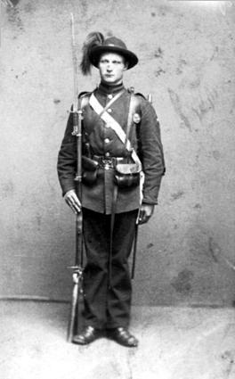 OLE FLAGSTAD I MILITÆRUNIFORM, FØDT 16. 10. 1870, FLAKSTAD VESTRE
