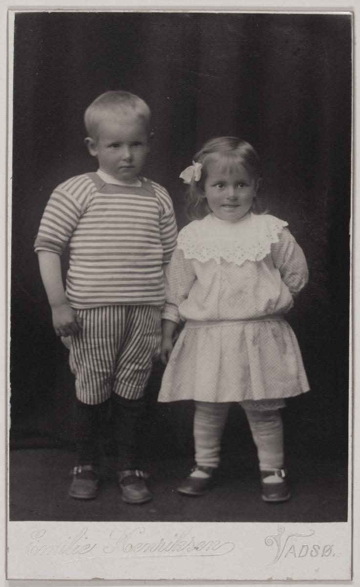Visittkortfotografi. Arne og Gerd Bohinen, sommeren 1915.
