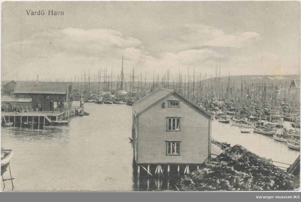 Nordre Våg sett fra Valen. Tollbukaia i forgrunnen til høyre, Brodtkorbkaia til venstre