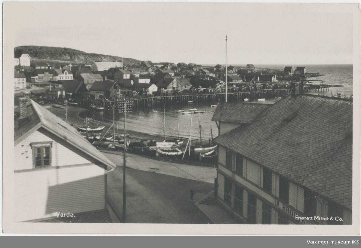 Postkort, Søndre Våg sett fra Grand Hotell, ca. 1935
