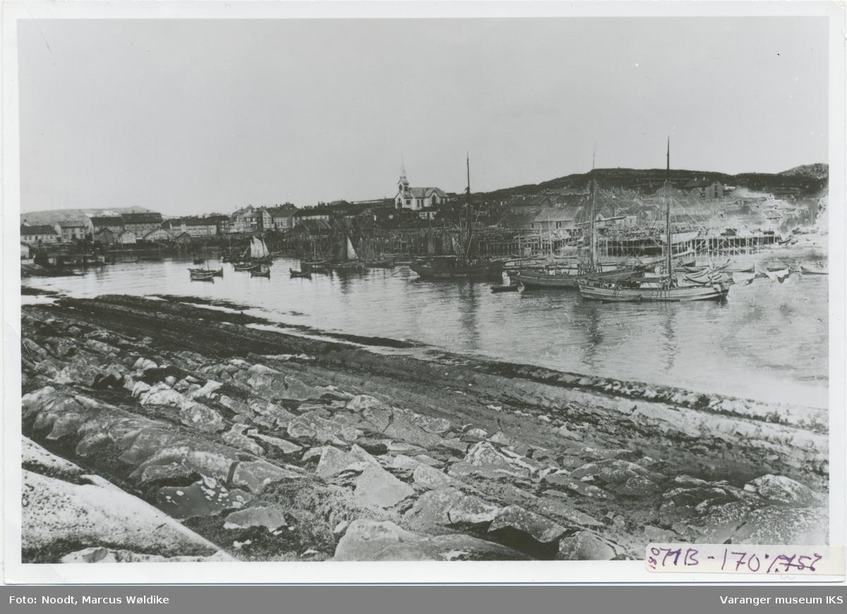 Søndre Våg, Valen, og deler av Østervågen, sett fra Steilneset