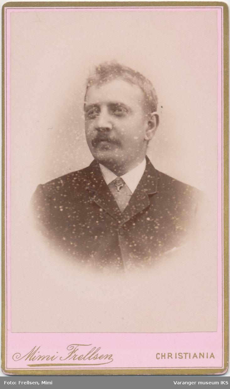 Portrett, Hjalmar Brodtkorb