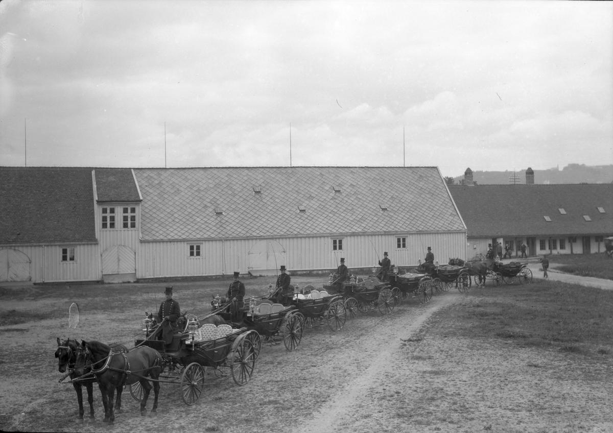Vognmann Vinje - vognparken oppstilt i Erkebispegården