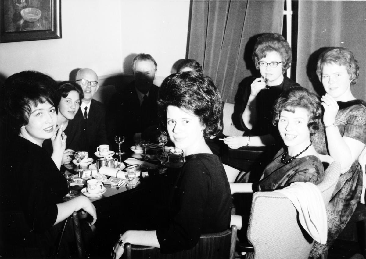 FIRMAFEST, ERLING VOLD, JANUAR 1964, FORSKJ. NEGATIV, HAMAR.