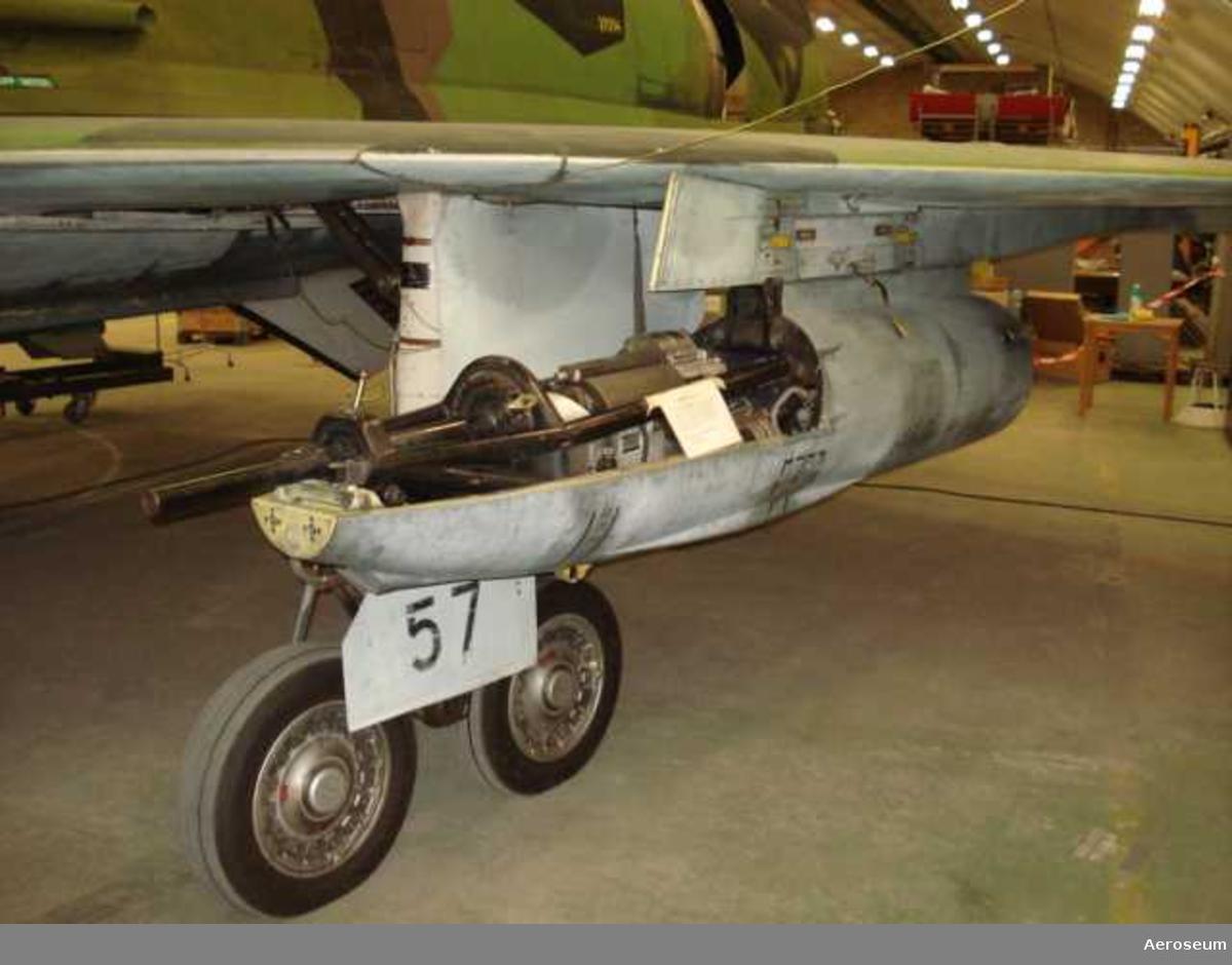 I kapsel ingår: 30 mm automatkanon M 55 V nr 576, M4803-011010, eldrör till 30 mm automatkanon nr 24293, elavfyringsdon nr 239.
