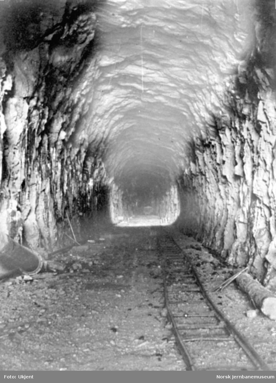 Anlegget av Gravehalsen tunnel; ferdig tunnel fra vestsiden
