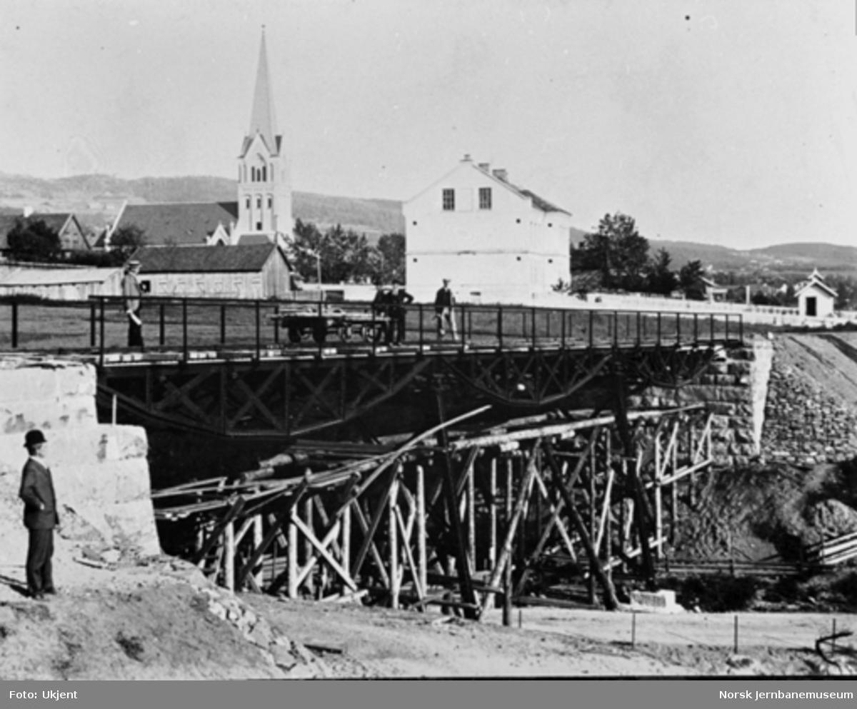 Hamar-Selbanens anlegg; arbeid med viadukt over Bryggevegen