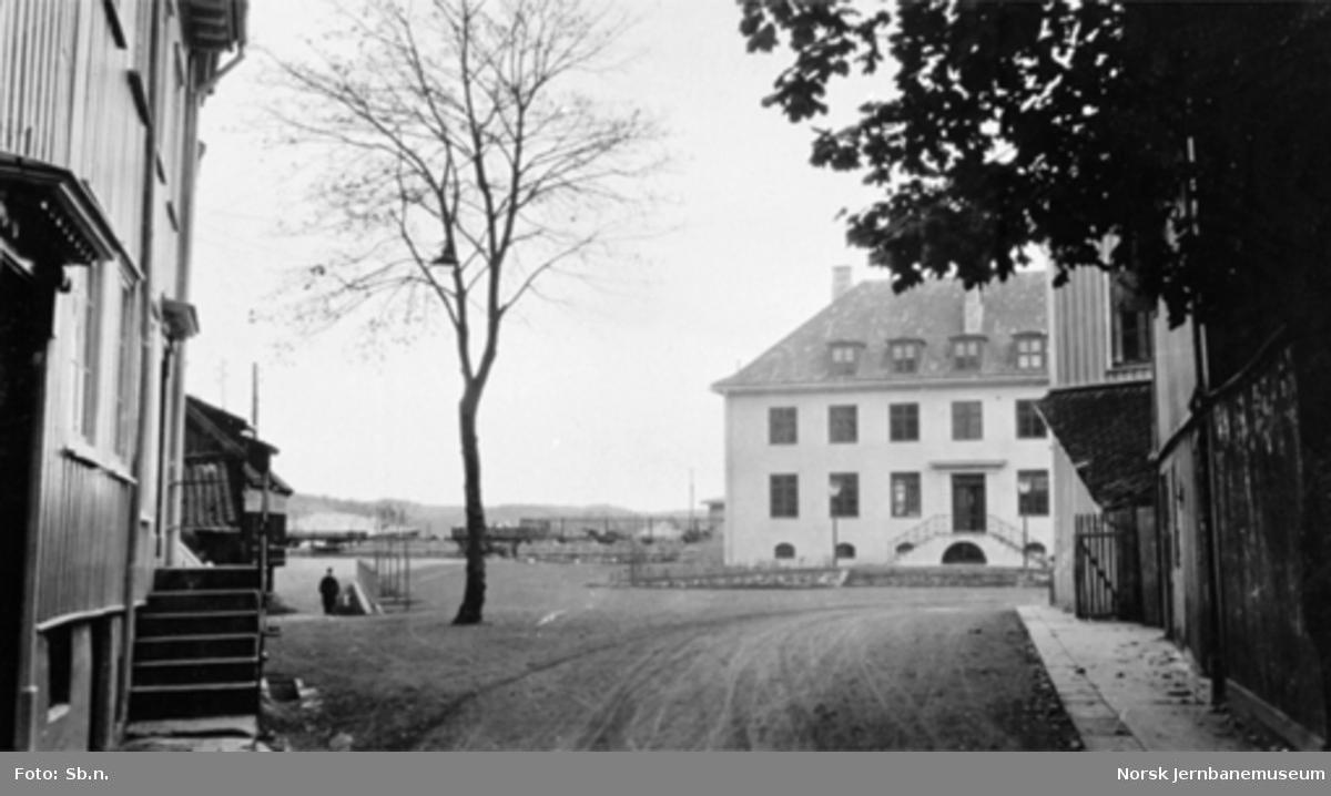 Kragerø, Lille torvet med utsikt mot stasjonsbygningen