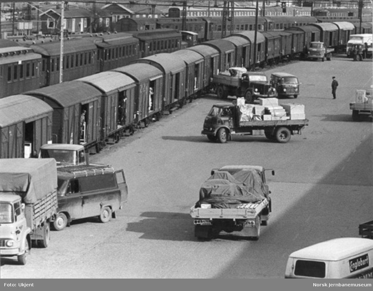 Lossing og lasting av stykkgodsvogner på Oslo østbanestasjon