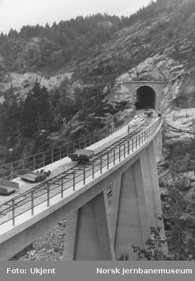Hunsdalen viadukt under bygging - trallespor på brua