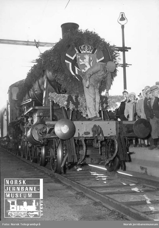 Vestfoldbanens åpningstog på normalspor
