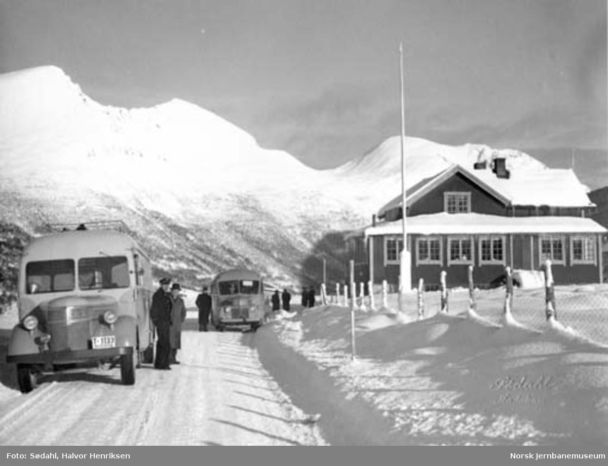 Fra Ørskogfjellet med NSB Bilruter Ålesund godsbil og buss