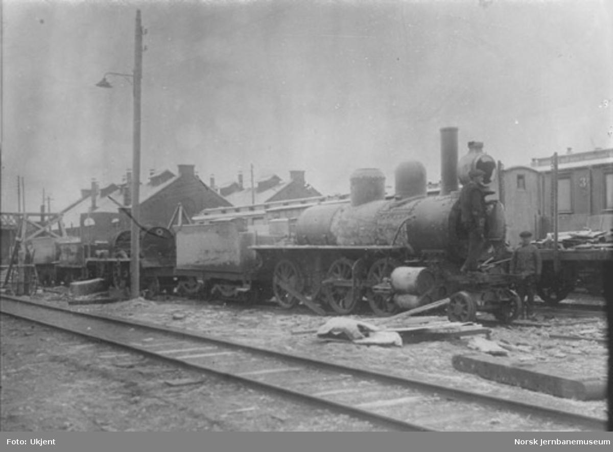 Opphugging av damplokomotiv type XVIII nr. 33 på Hamar stasjon