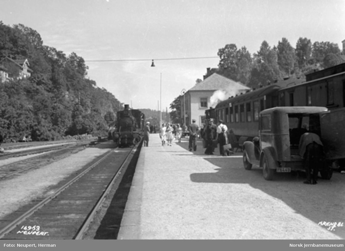 Arendal stasjon med persontog