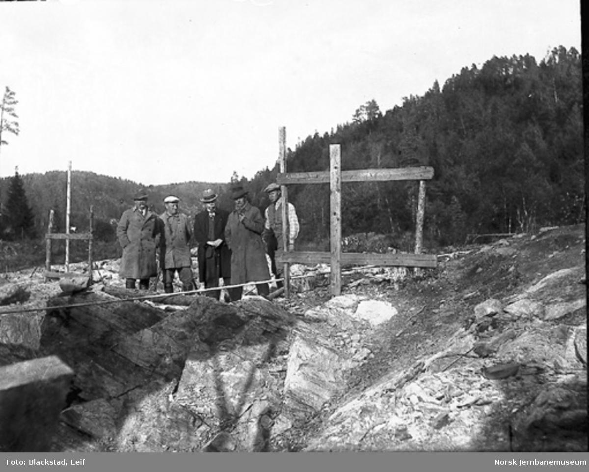 Gruppebilde av seks personer på Sørlandsbaneanlegget