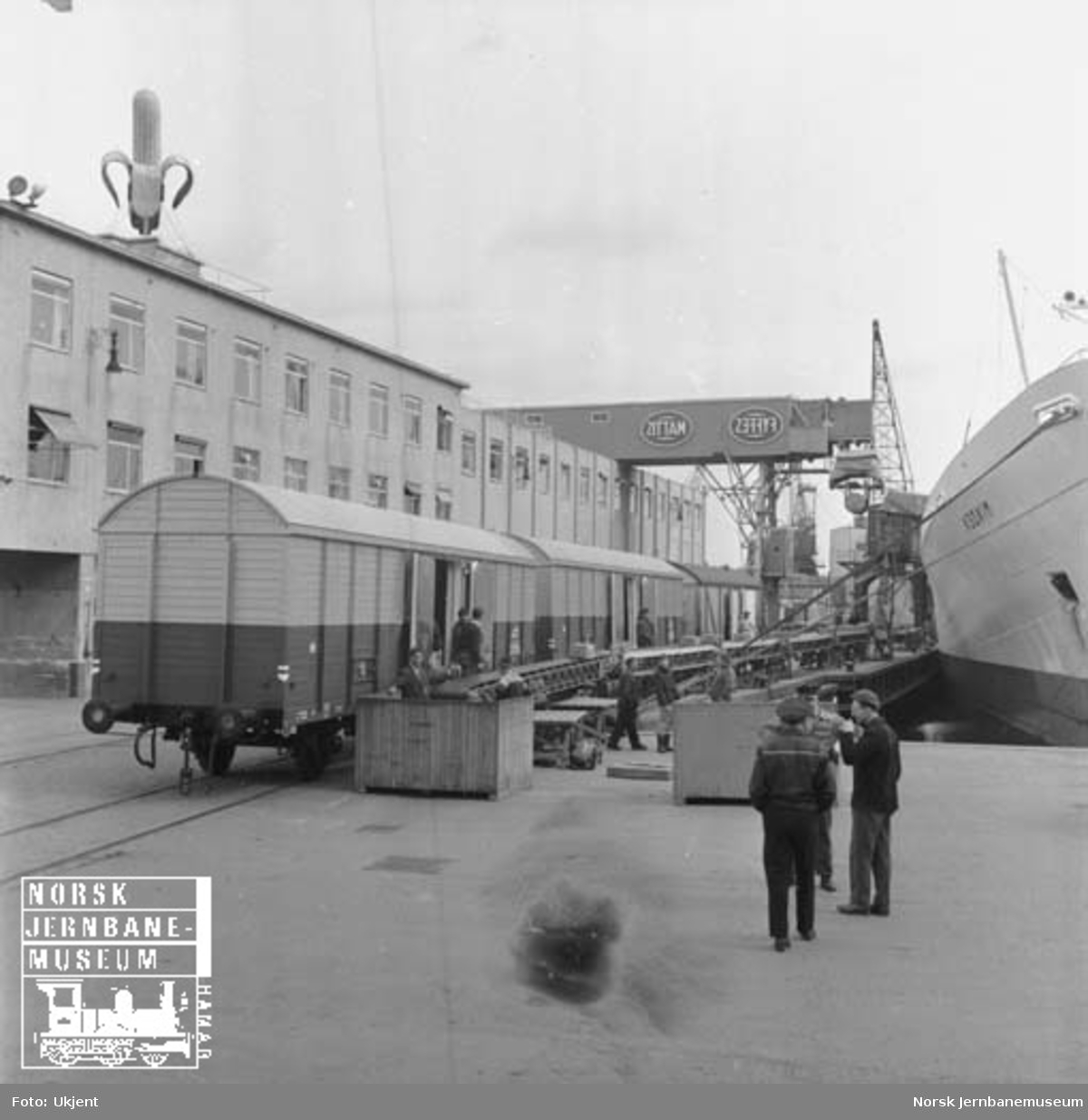 Banantransport : bananbåt og bananvogner