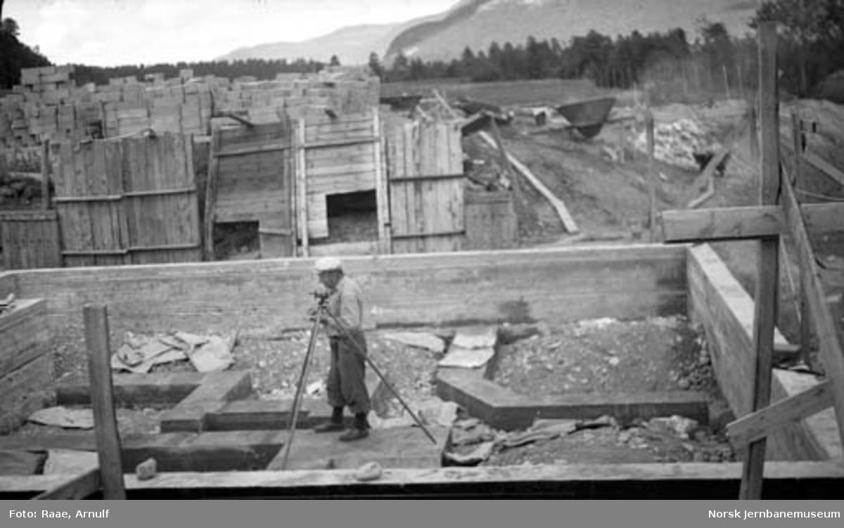 Vokterboliger Saltdal; arbeid med grunnmurer pågår