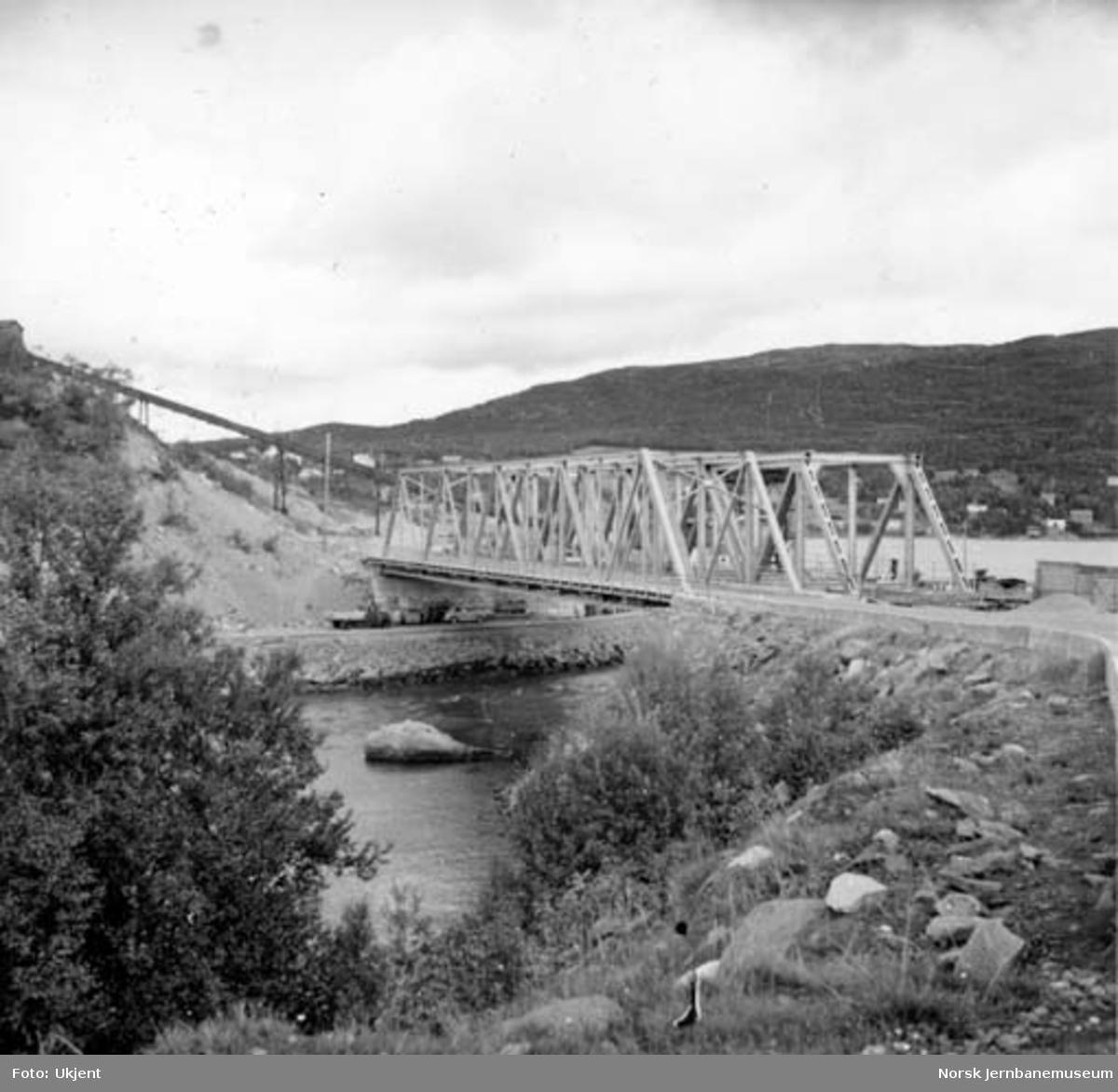 Veg- og jernbanebru over Finneidstrømmen