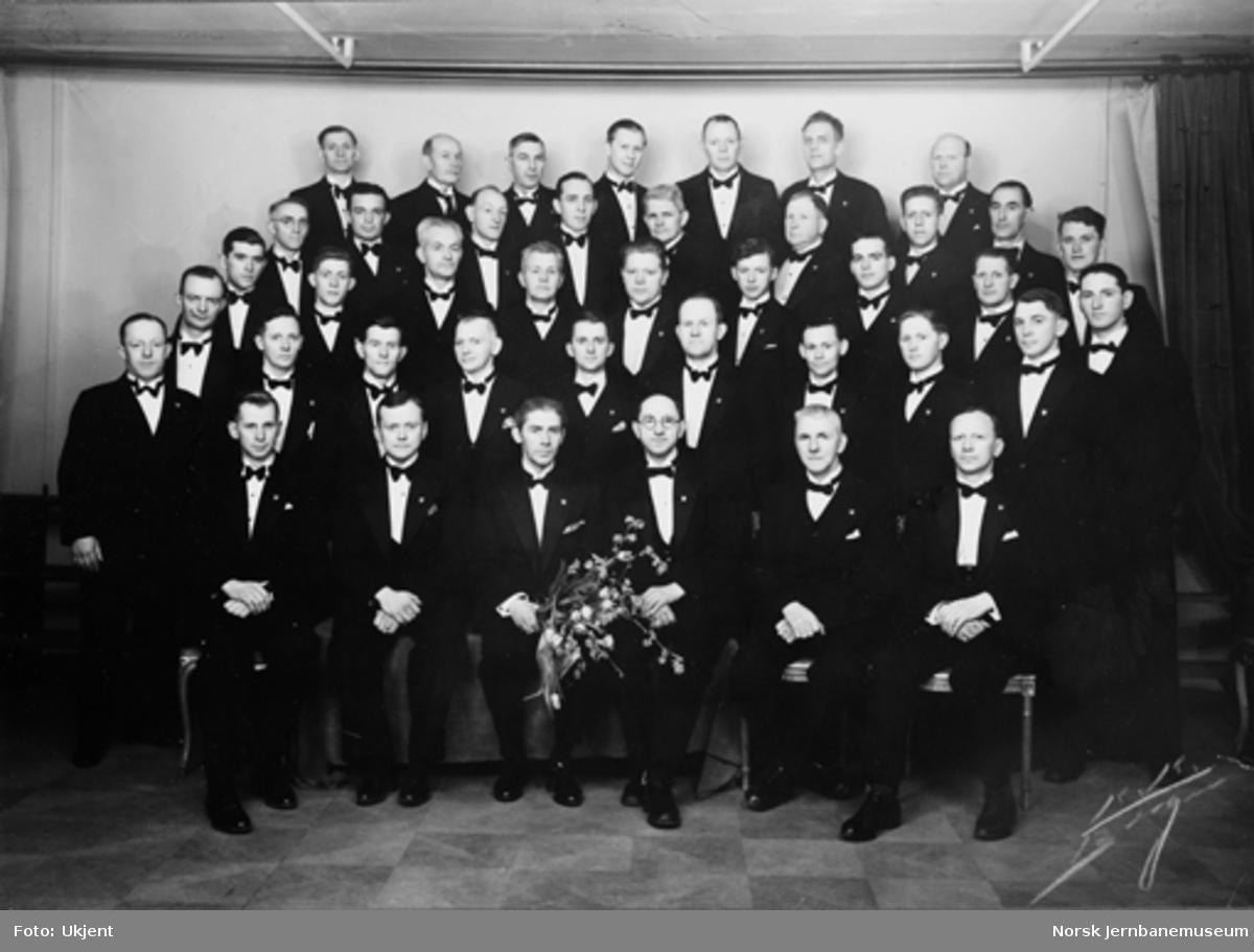 Gruppebilde med Jernbanekoret i Bergens ved korets 25-års dag 22. februar 1942